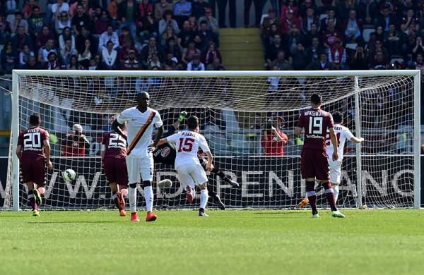 A Florenzi risponde Maxi Lopez. La Roma di Garcia superata dalla Lazio al secondo posto.