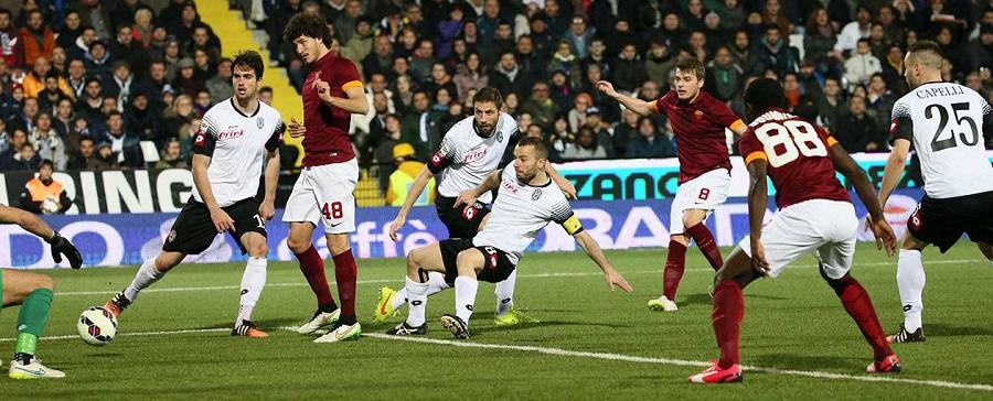 La Roma batte il Cesena con il minimo scarto. Ai giallorossi basta De Rossi.