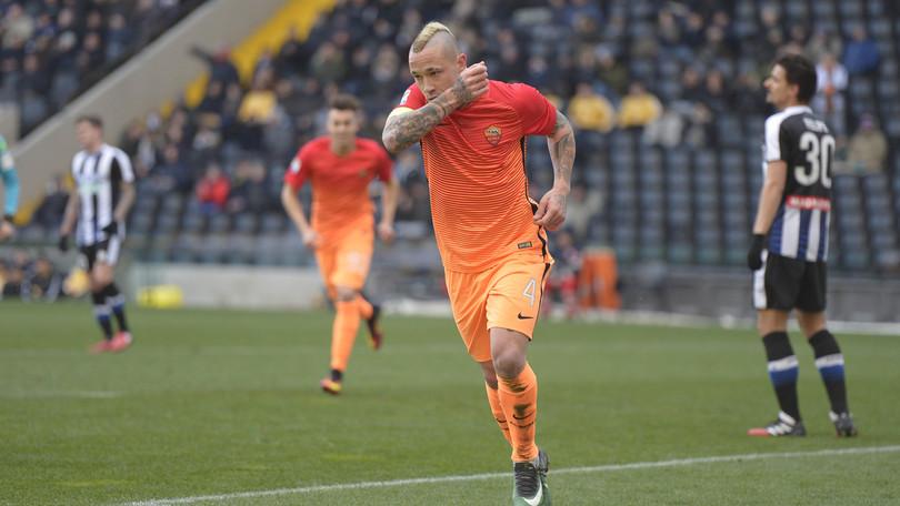 Dzeko spara in orbita su calcio di rigore. Nainggolan fredda Karnezis. La Roma passa anche ad Udine.