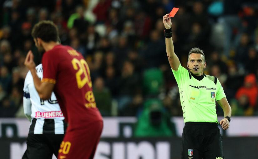La Roma rimane in 10 e travolge l'Udinese, sorpassato il Napoli